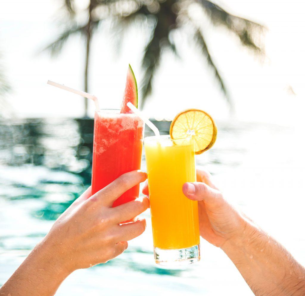 Cocktails am Pool
